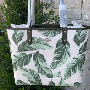 🆕🍃Coach Reversible City Tote With Banana Leaves